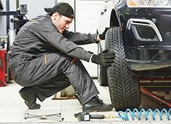 Gumiabroncs-javító és kerékkiegyensúlyozó