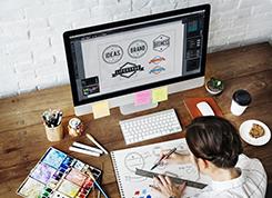 Képző- és iparművészeti munkatárs - Művészeti grafikus